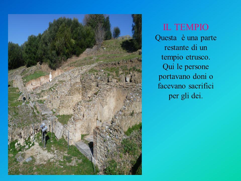 IL TEMPIO Questa è una parte restante di un tempio etrusco