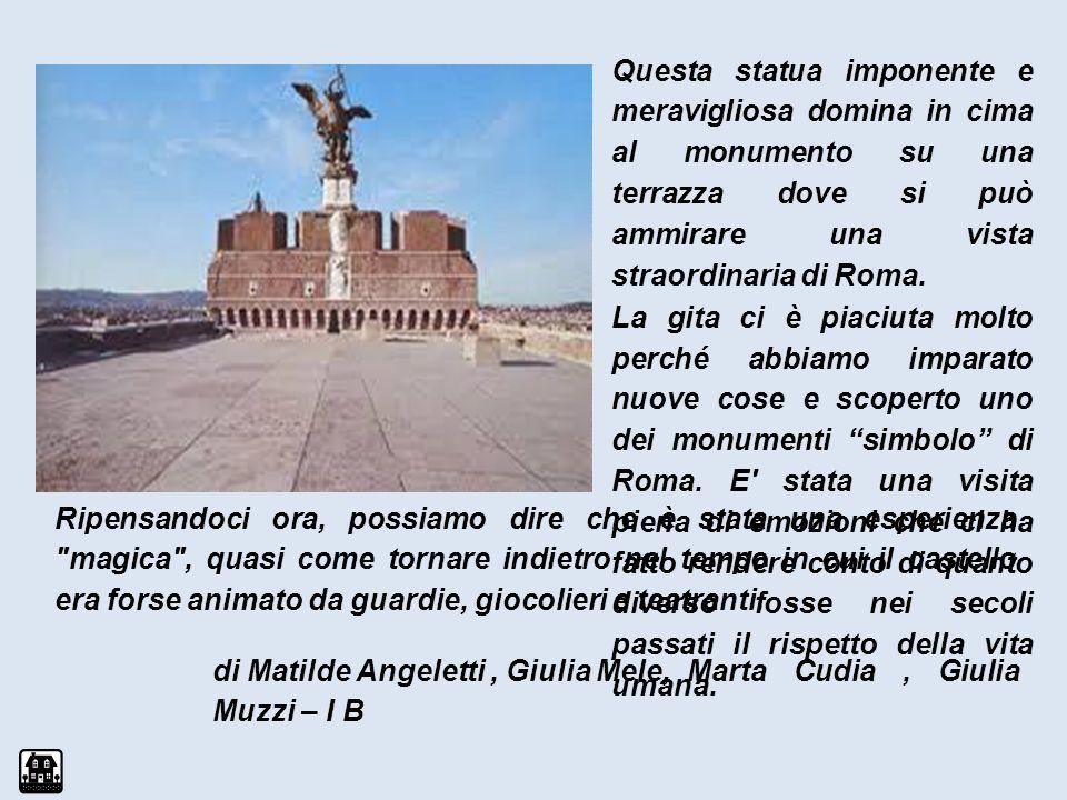 Questa statua imponente e meravigliosa domina in cima al monumento su una terrazza dove si può ammirare una vista straordinaria di Roma.