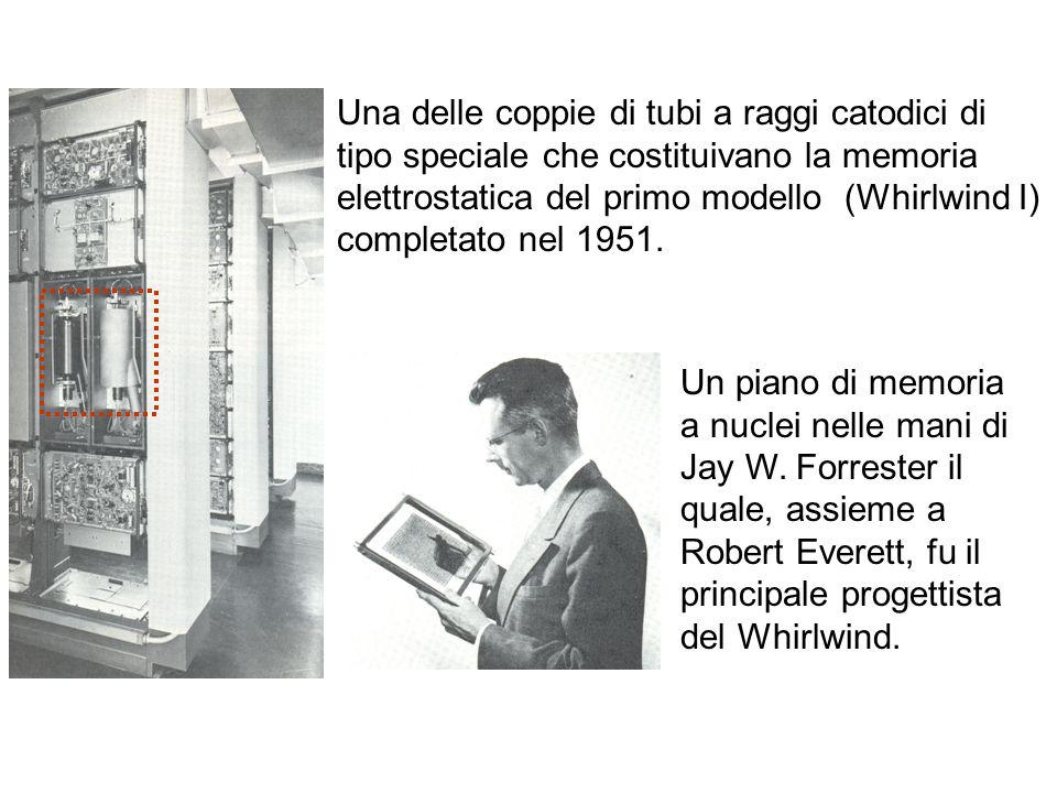 Una delle coppie di tubi a raggi catodici di tipo speciale che costituivano la memoria elettrostatica del primo modello (Whirlwind I) completato nel 1951.