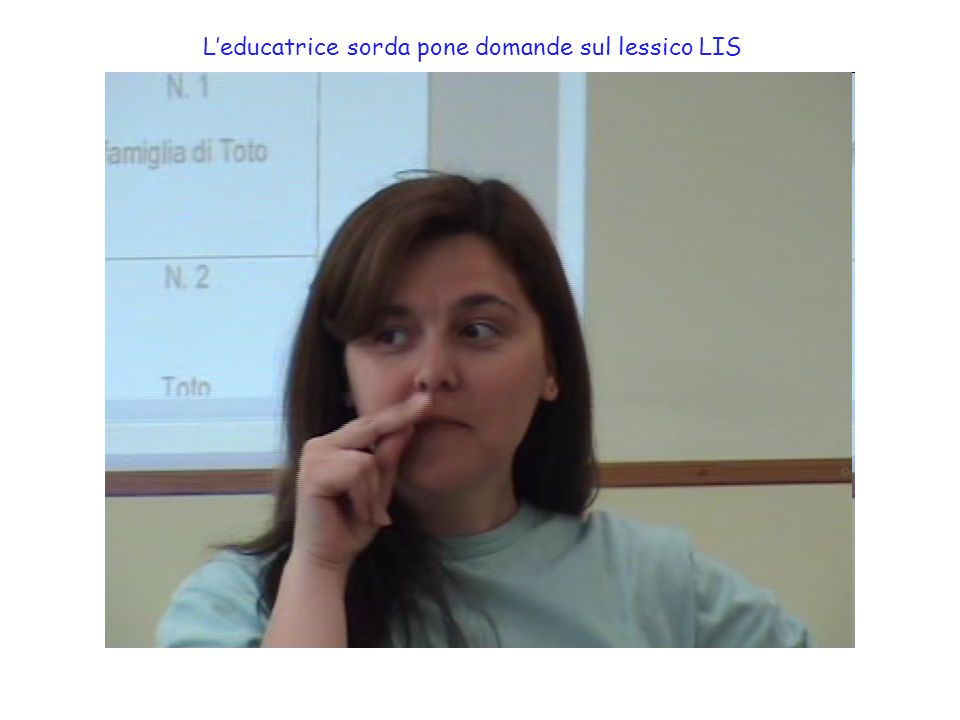 L'educatrice sorda pone domande sul lessico LIS