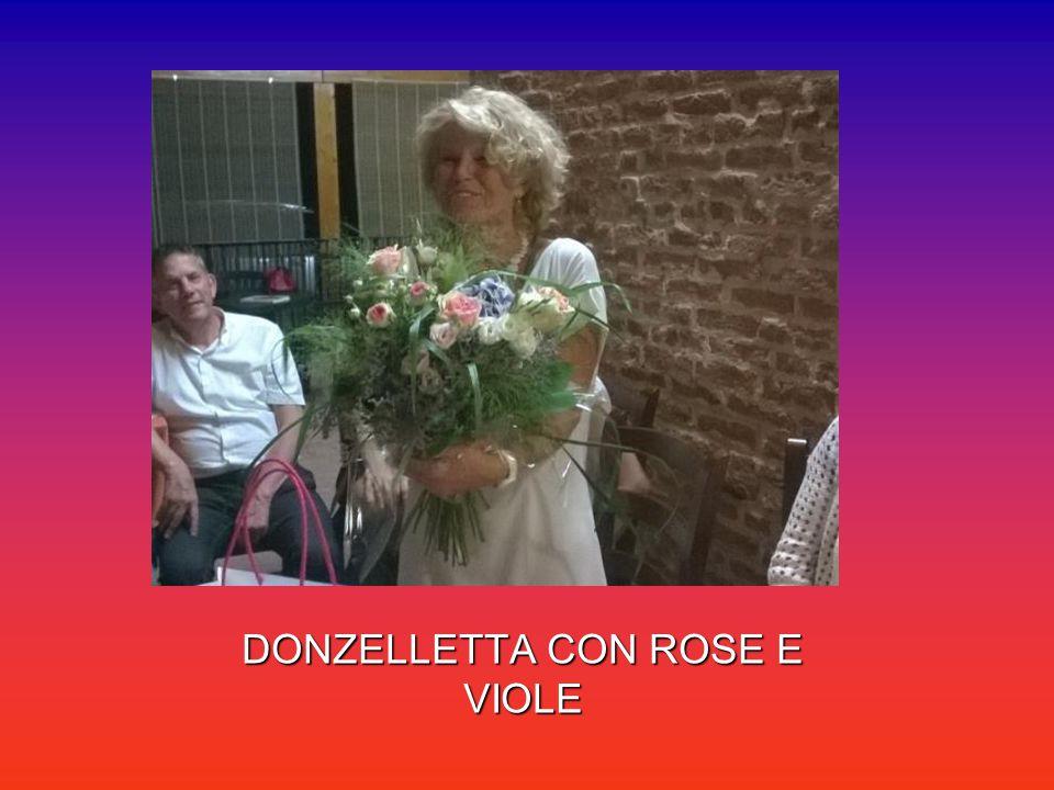 DONZELLETTA CON ROSE E VIOLE