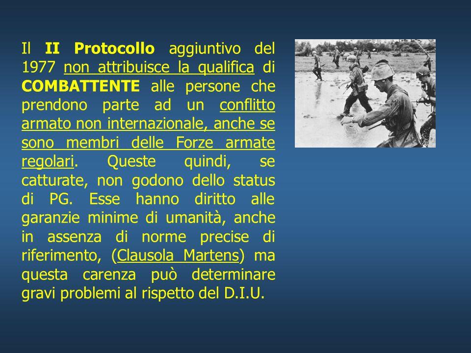 Il II Protocollo aggiuntivo del 1977 non attribuisce la qualifica di COMBATTENTE alle persone che prendono parte ad un conflitto armato non internazionale, anche se sono membri delle Forze armate regolari.