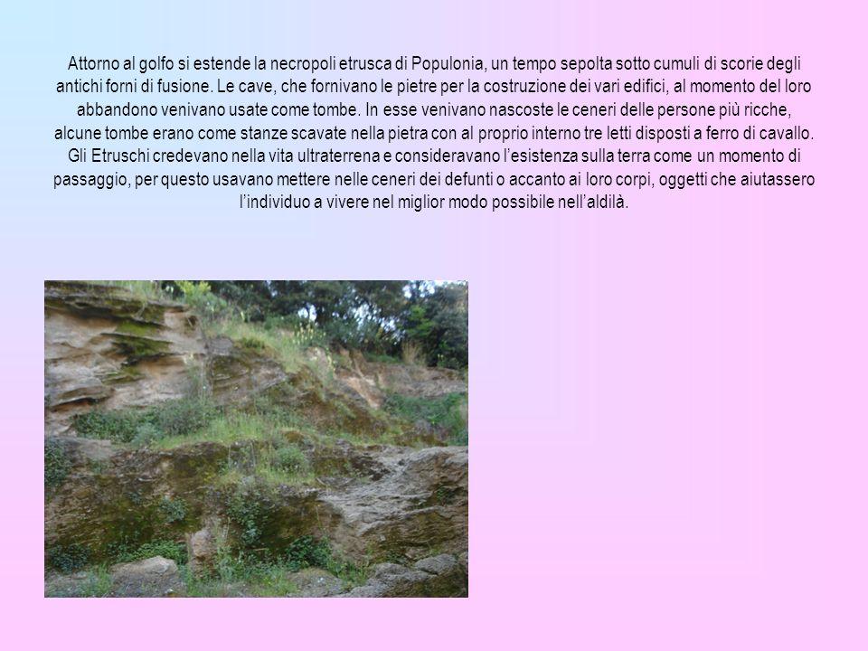 Attorno al golfo si estende la necropoli etrusca di Populonia, un tempo sepolta sotto cumuli di scorie degli antichi forni di fusione.