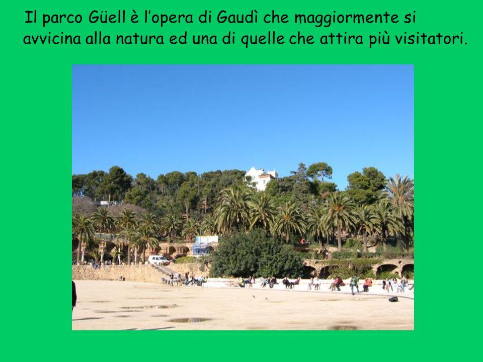 Il parco Güell è l'opera di Gaudì che maggiormente si avvicina alla natura ed una di quelle che attira più visitatori.
