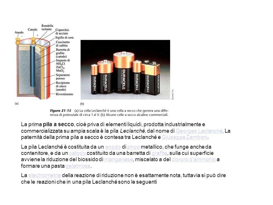 La prima pila a secco, cioè priva di elementi liquidi, prodotta industrialmente e commercializzata su ampia scala è la pila Leclanché, dal nome di Georges Leclanché. La paternità della prima pila a secco è contesa tra Leclanché e Giuseppe Zamboni.