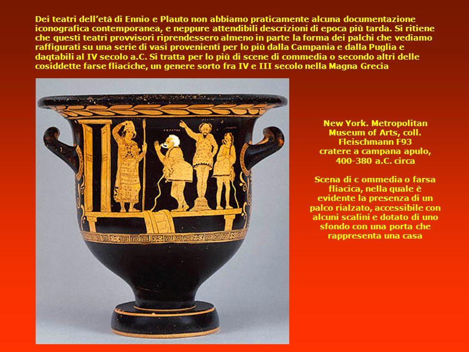Dei teatri dell'età di Ennio e Plauto non abbiamo praticamente alcuna documentazione iconografica contemporanea, e neppure attendibili descrizioni di epoca più tarda. Si ritiene che questi teatri provvisori riprendessero almeno in parte la forma dei palchi che vediamo raffigurati su una serie di vasi provenienti per lo più dalla Campania e dalla Puglia e daqtabili al IV secolo a.C. Si tratta per lo più di scene di commedia o secondo altri delle cosiddette farse fliaciche, un genere sorto fra IV e III secolo nella Magna Grecia