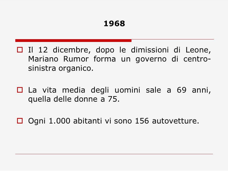 1968Il 12 dicembre, dopo le dimissioni di Leone, Mariano Rumor forma un governo di centro-sinistra organico.