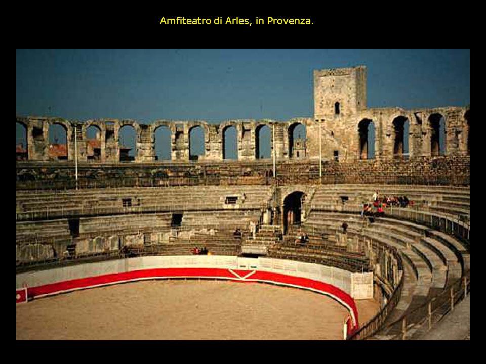 Amfiteatro di Arles, in Provenza.