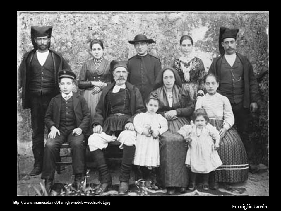 http://www.mamoiada.net/famiglia-nobile-vecchia-fot.jpg Famiglia sarda