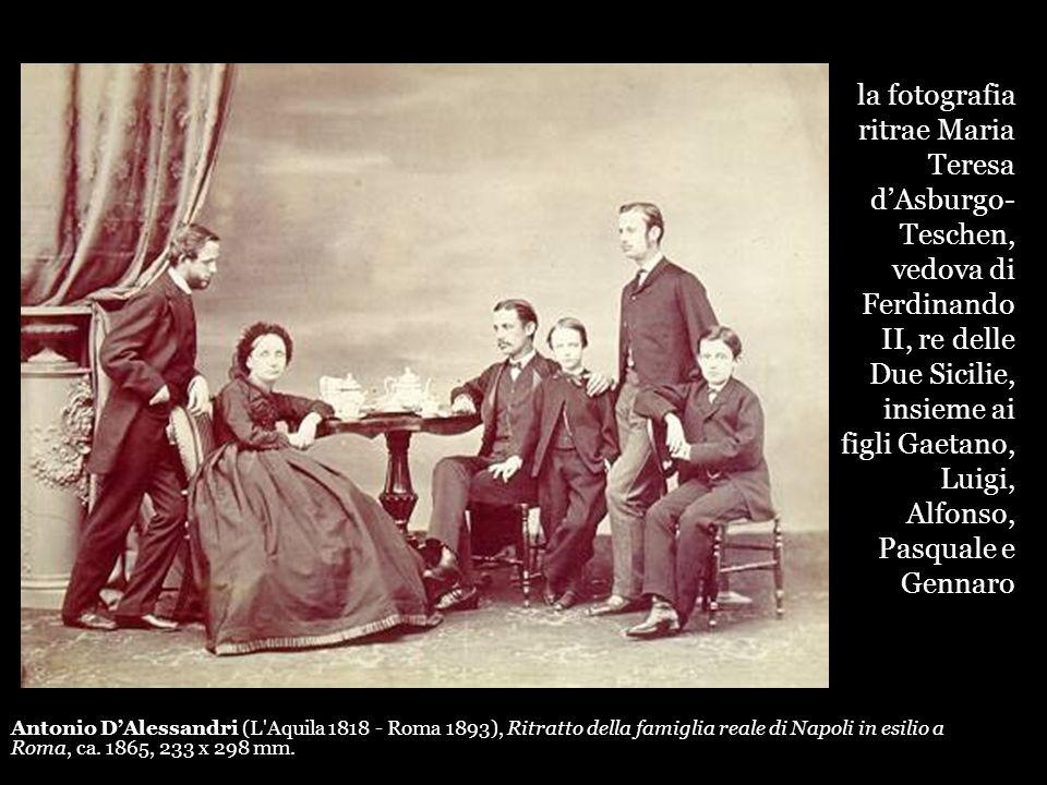 la fotografia ritrae Maria Teresa d'Asburgo-Teschen, vedova di Ferdinando II, re delle Due Sicilie, insieme ai figli Gaetano, Luigi, Alfonso, Pasquale e Gennaro