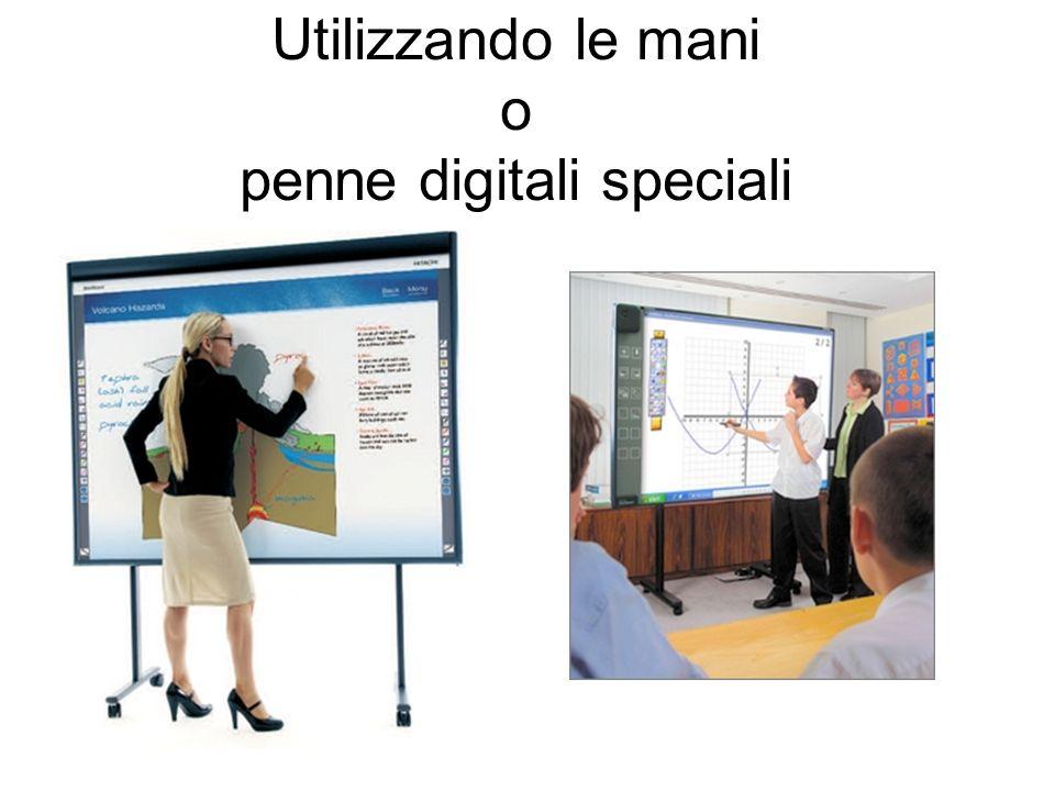 Utilizzando le mani o penne digitali speciali