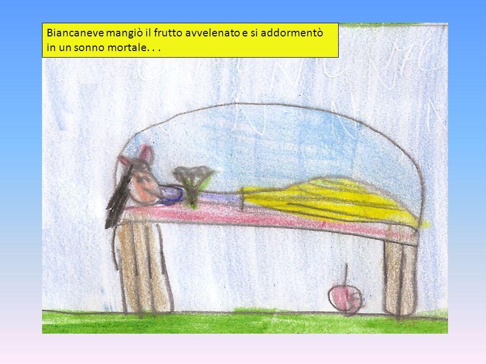 Biancaneve mangiò il frutto avvelenato e si addormentò in un sonno mortale. . .