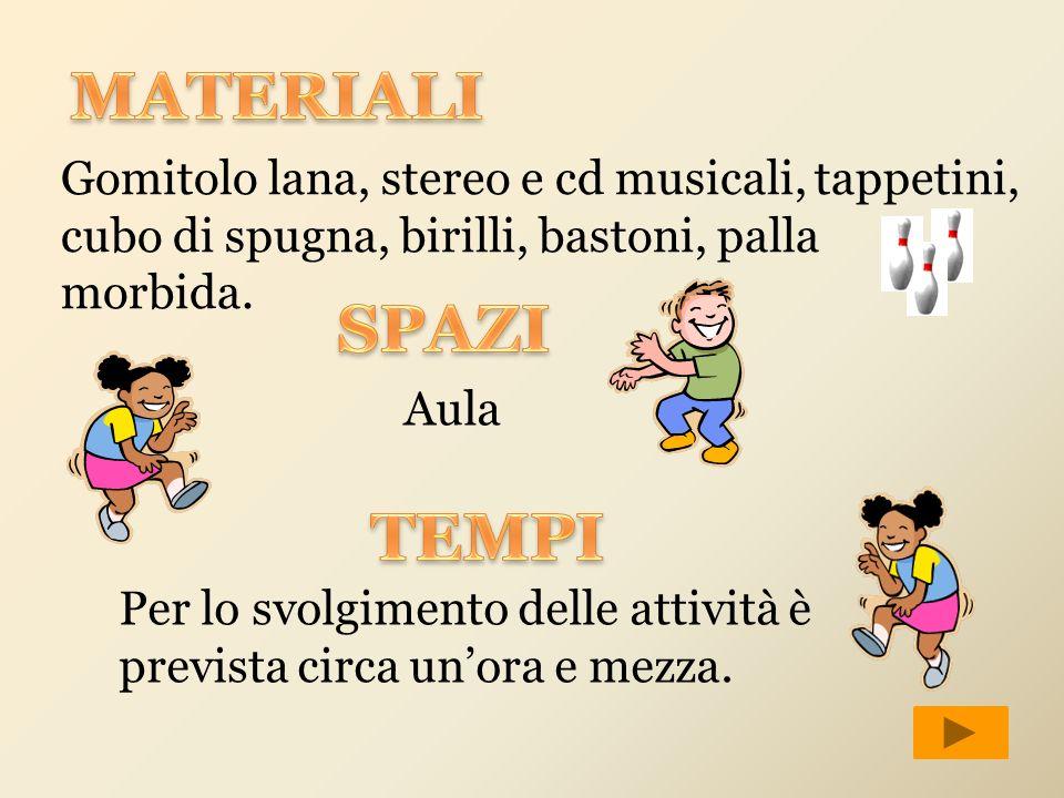 MATERIALI Gomitolo lana, stereo e cd musicali, tappetini, cubo di spugna, birilli, bastoni, palla morbida.