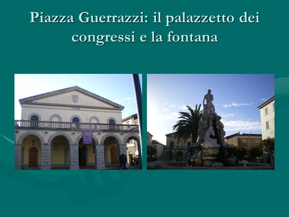 Piazza Guerrazzi: il palazzetto dei congressi e la fontana