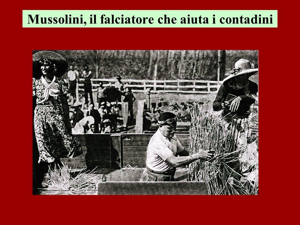 Mussolini, il falciatore che aiuta i contadini