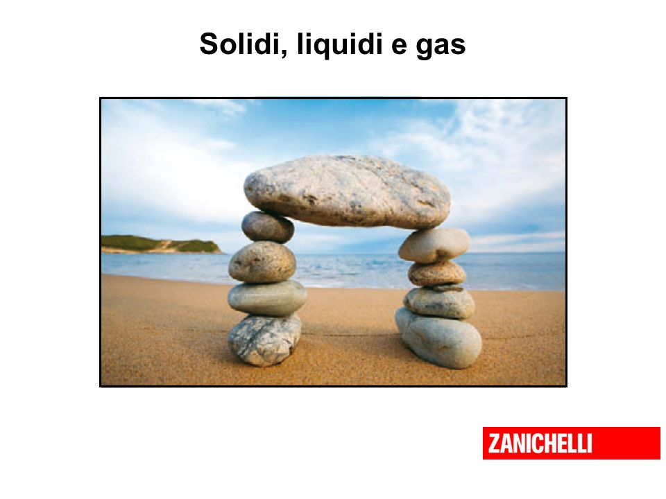 Solidi, liquidi e gas Un solido è un corpo rigido e come tale conserva forma e volume propri.