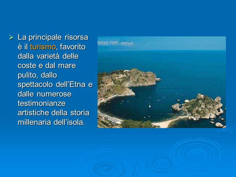 La principale risorsa è il turismo, favorito dalla varietà delle coste e dal mare pulito, dallo spettacolo dell'Etna e dalle numerose testimonianze artistiche della storia millenaria dell'isola.