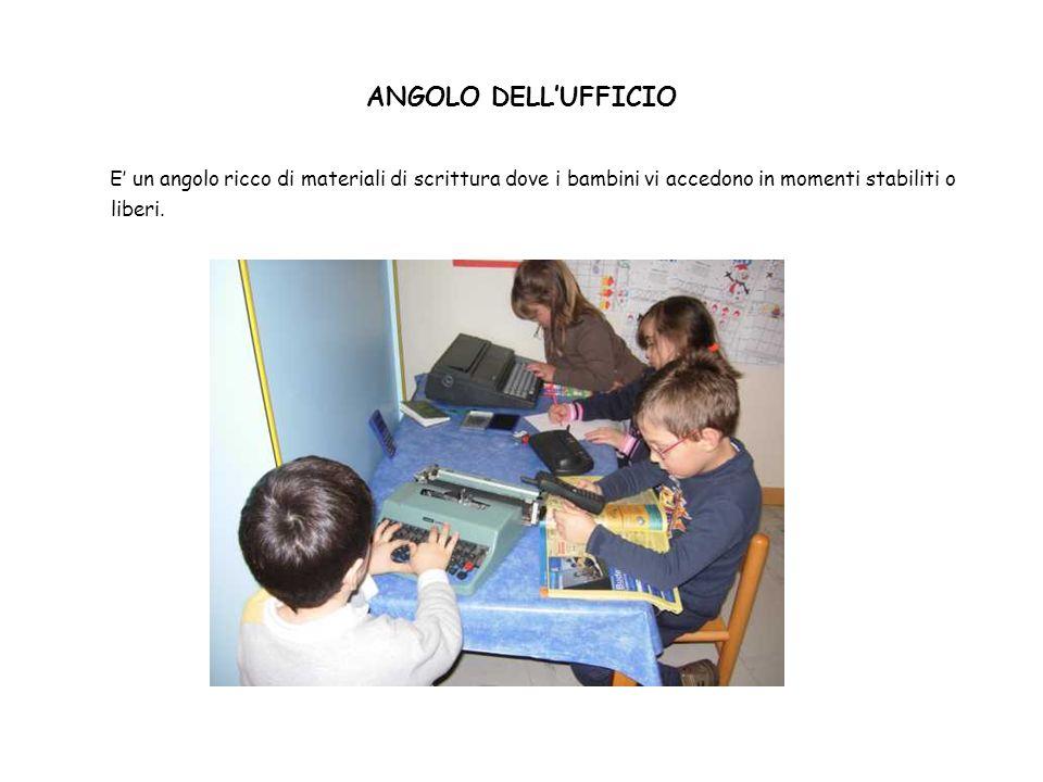 ANGOLO DELL'UFFICIO E' un angolo ricco di materiali di scrittura dove i bambini vi accedono in momenti stabiliti o liberi.
