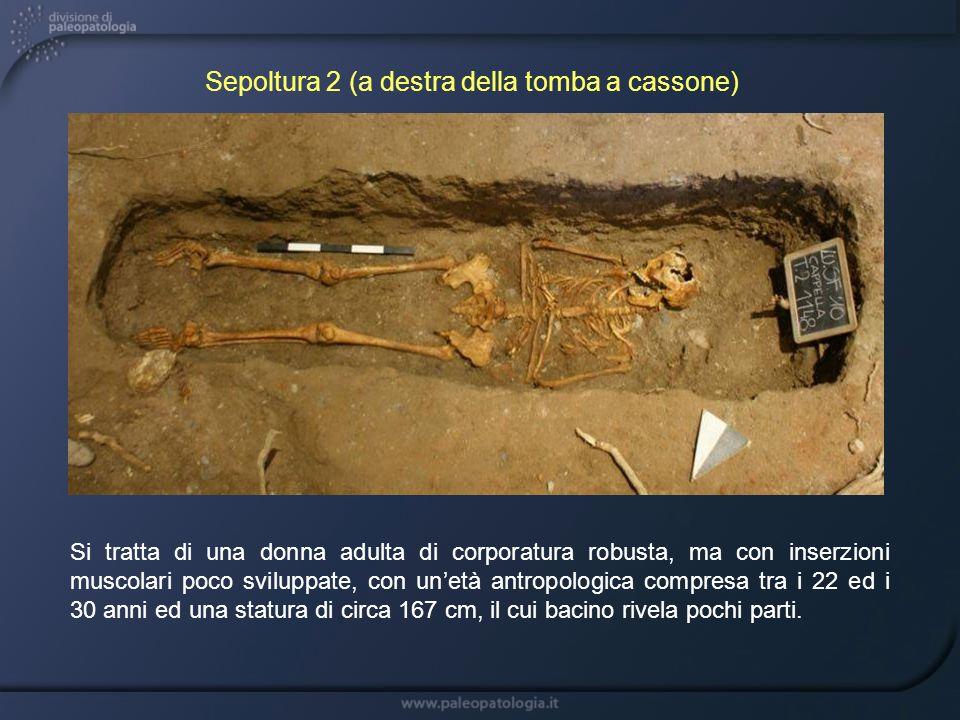 Sepoltura 2 (a destra della tomba a cassone)