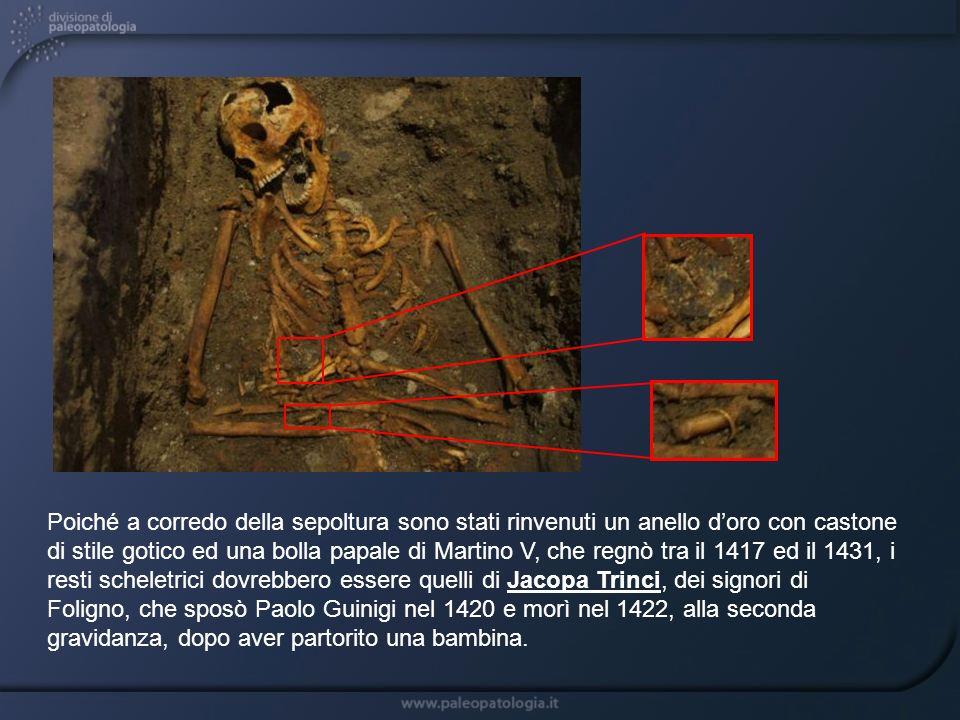 Poiché a corredo della sepoltura sono stati rinvenuti un anello d'oro con castone di stile gotico ed una bolla papale di Martino V, che regnò tra il 1417 ed il 1431, i resti scheletrici dovrebbero essere quelli di Jacopa Trinci, dei signori di Foligno, che sposò Paolo Guinigi nel 1420 e morì nel 1422, alla seconda gravidanza, dopo aver partorito una bambina.
