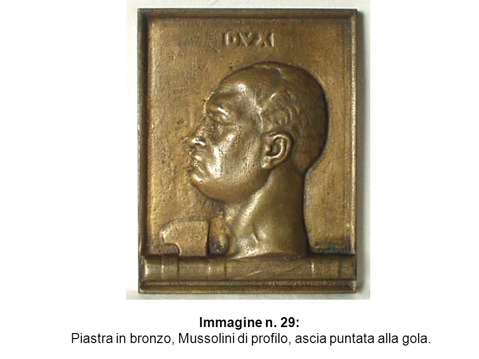 Piastra in bronzo, Mussolini di profilo, ascia puntata alla gola.