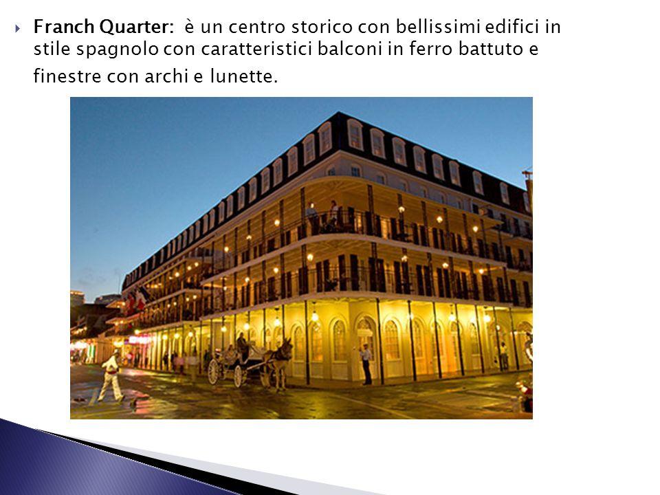 Franch Quarter: è un centro storico con bellissimi edifici in stile spagnolo con caratteristici balconi in ferro battuto e finestre con archi e lunette.