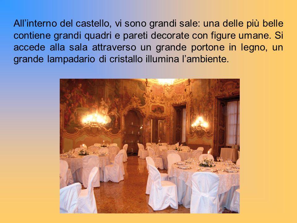 All'interno del castello, vi sono grandi sale: una delle più belle contiene grandi quadri e pareti decorate con figure umane.
