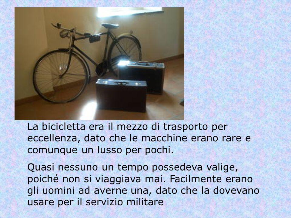 La bicicletta era il mezzo di trasporto per eccellenza, dato che le macchine erano rare e comunque un lusso per pochi.