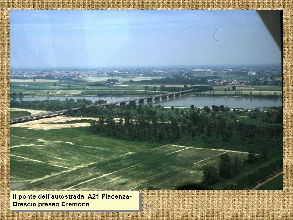 Il ponte dell'autostrada A21 Piacenza-Brescia presso Cremona