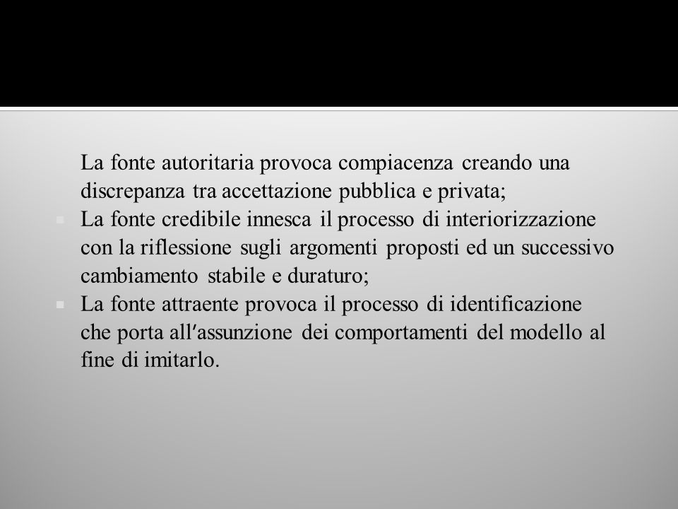 La fonte autoritaria provoca compiacenza creando una discrepanza tra accettazione pubblica e privata;