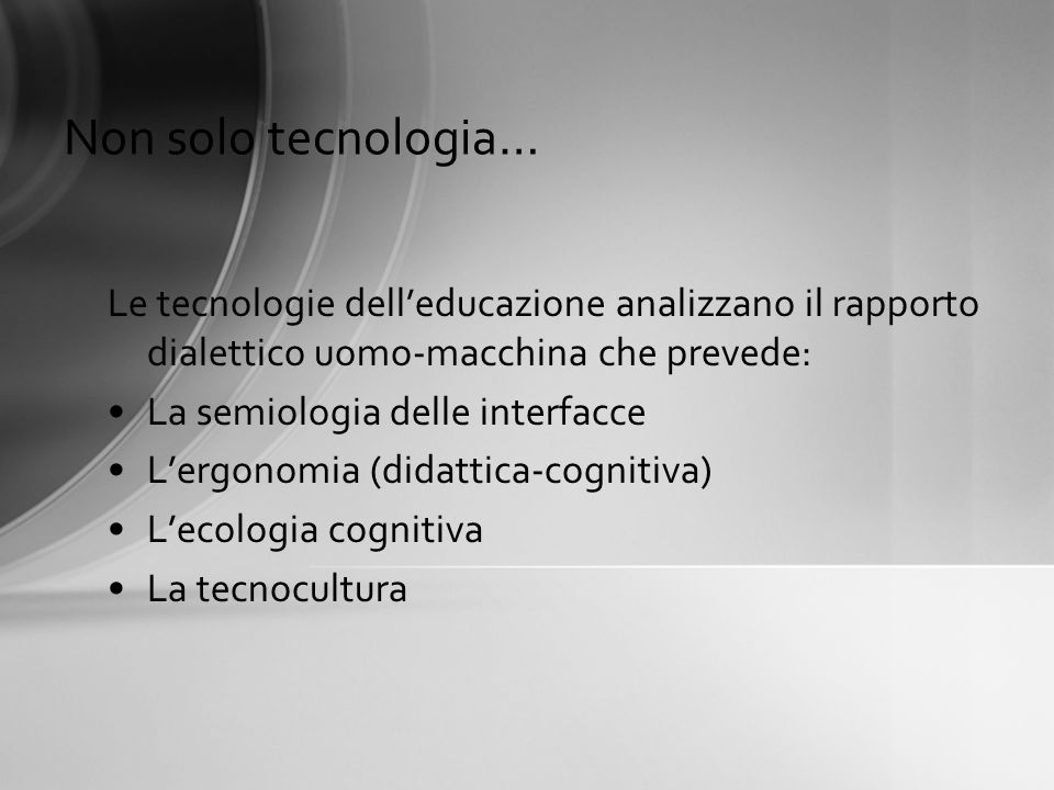 Non solo tecnologia… Le tecnologie dell'educazione analizzano il rapporto dialettico uomo-macchina che prevede: