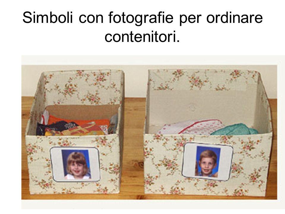 Simboli con fotografie per ordinare contenitori.