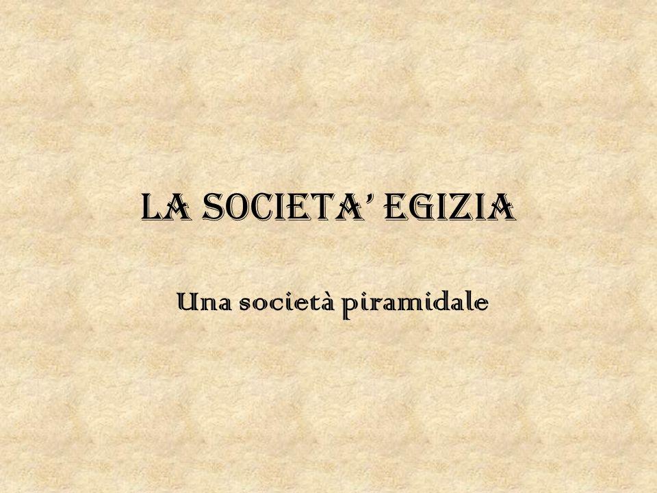 Una società piramidale