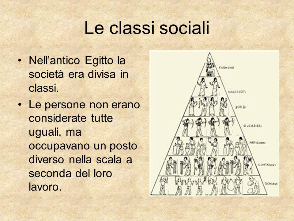 Le classi sociali Nell'antico Egitto la società era divisa in classi.