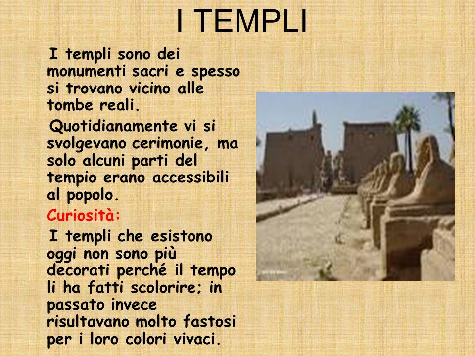 I TEMPLI I templi sono dei monumenti sacri e spesso si trovano vicino alle tombe reali.
