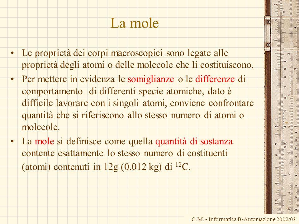 La mole Le proprietà dei corpi macroscopici sono legate alle proprietà degli atomi o delle molecole che li costituiscono.