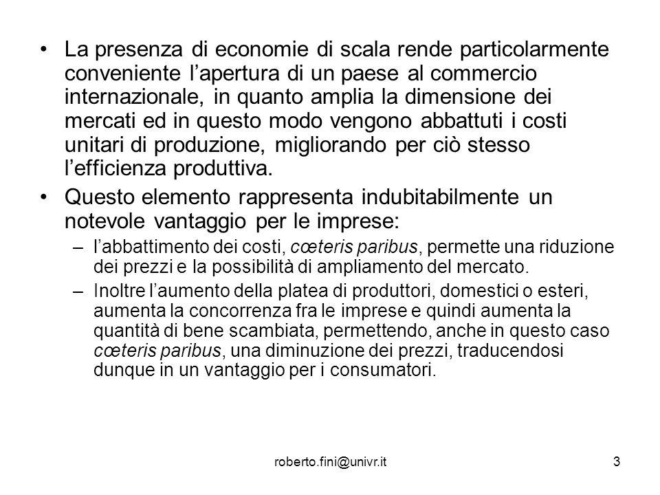 La presenza di economie di scala rende particolarmente conveniente l'apertura di un paese al commercio internazionale, in quanto amplia la dimensione dei mercati ed in questo modo vengono abbattuti i costi unitari di produzione, migliorando per ciò stesso l'efficienza produttiva.