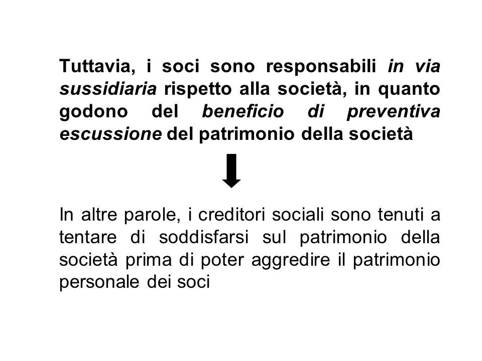 Tuttavia, i soci sono responsabili in via sussidiaria rispetto alla società, in quanto godono del beneficio di preventiva escussione del patrimonio della società