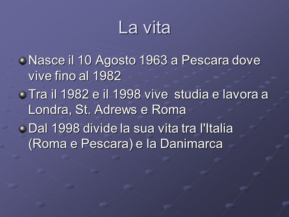 La vita Nasce il 10 Agosto 1963 a Pescara dove vive fino al 1982