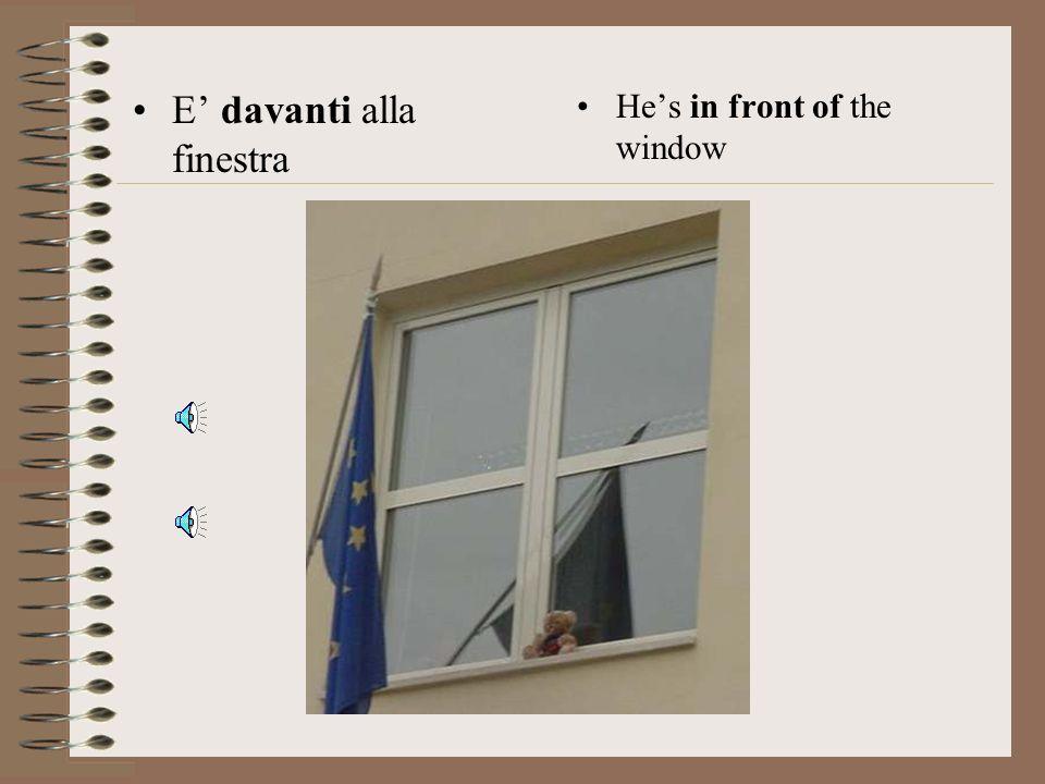 E' davanti alla finestra