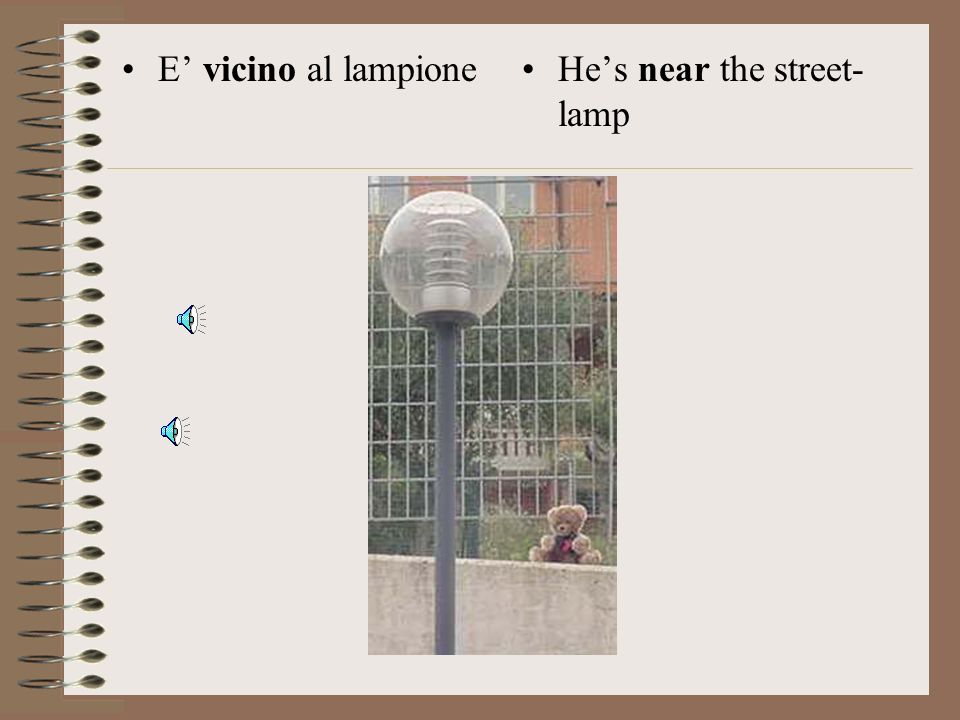 E' vicino al lampione He's near the street-lamp