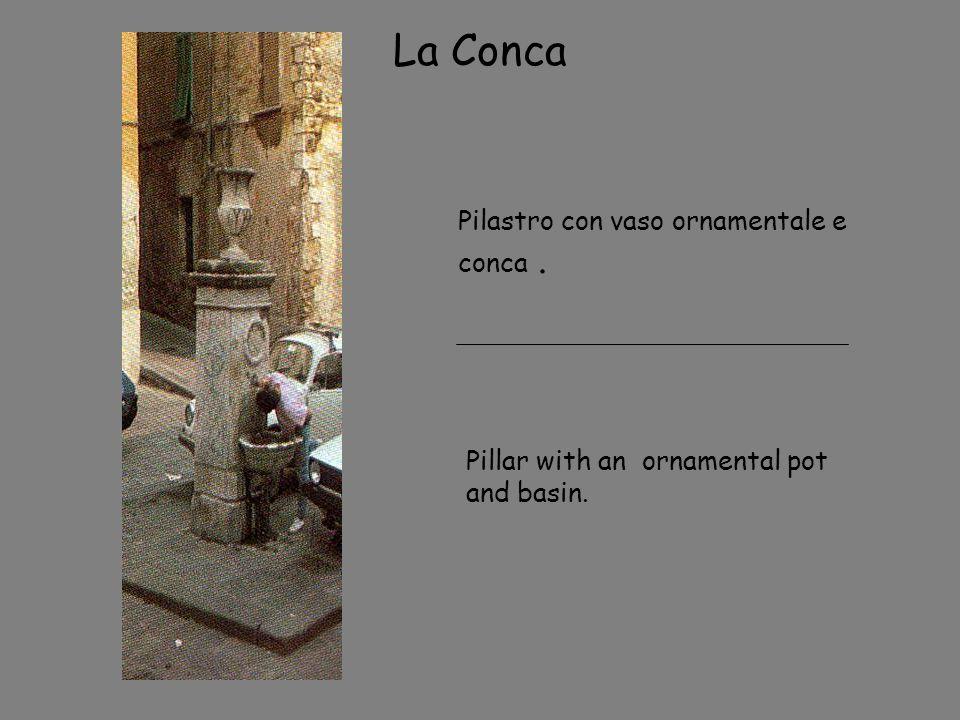 La Conca Pilastro con vaso ornamentale e conca .
