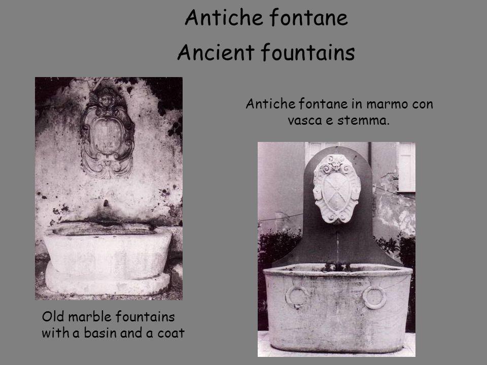 Antiche fontane in marmo con vasca e stemma.