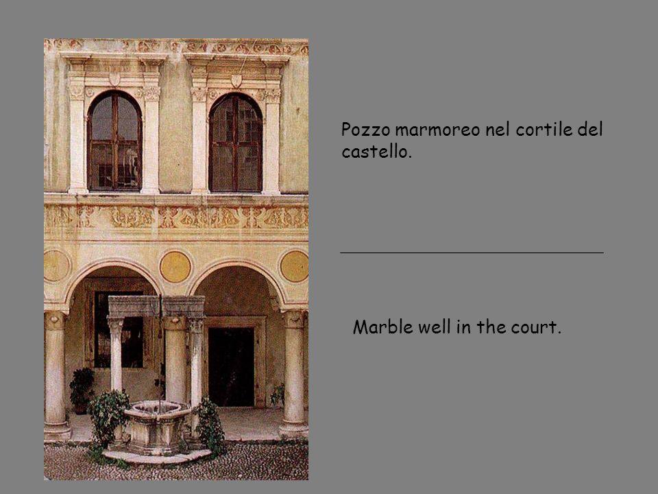 Pozzo marmoreo nel cortile del castello.