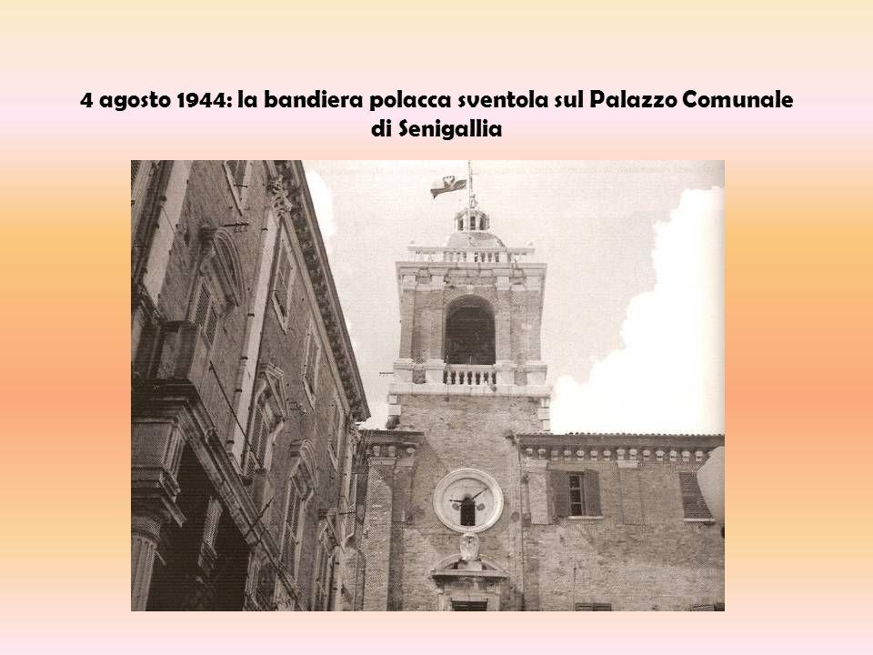 4 agosto 1944: la bandiera polacca sventola sul Palazzo Comunale di Senigallia
