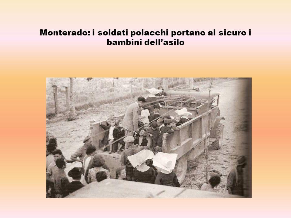 Monterado: i soldati polacchi portano al sicuro i bambini dell'asilo