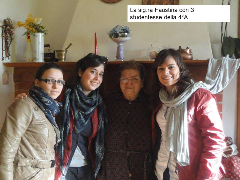 La sig.ra Faustina con 3 studentesse della 4°A