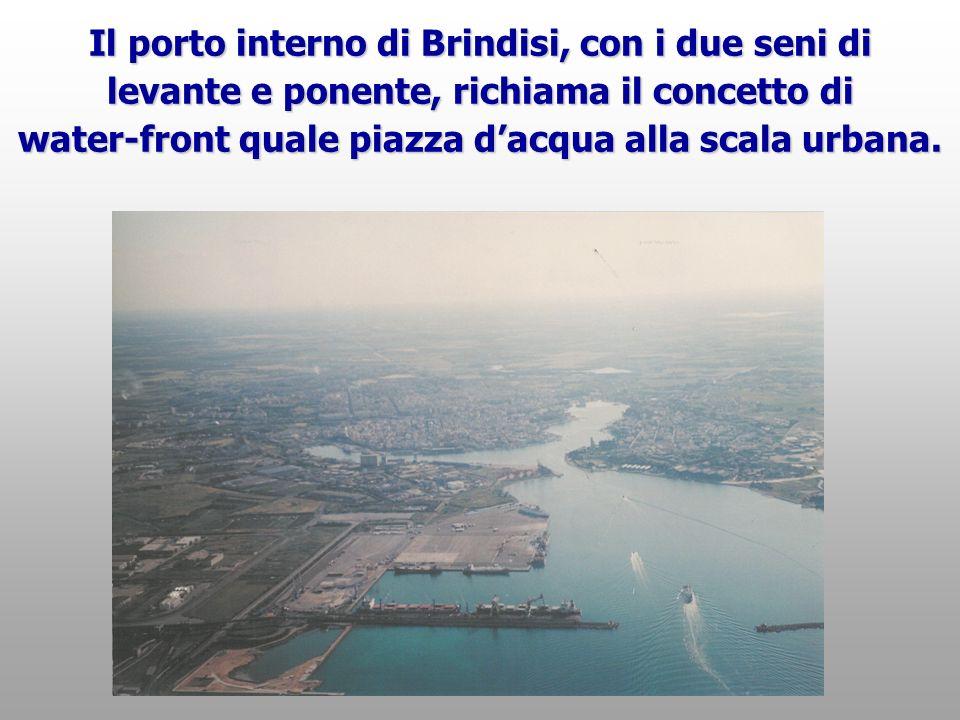 Il porto interno di Brindisi, con i due seni di