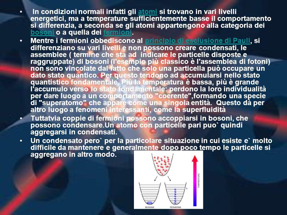 In condizioni normali infatti gli atomi si trovano in vari livelli energetici, ma a temperature sufficientemente basse il comportamento si differenzia, a seconda se gli atomi appartengono alla categoria dei bosoni o a quella dei fermioni.