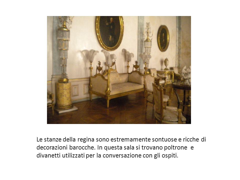 Le stanze della regina sono estremamente sontuose e ricche di decorazioni barocche.